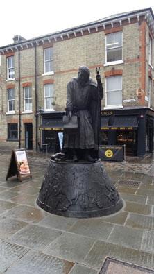 Geoffrey-Chaucer-statue
